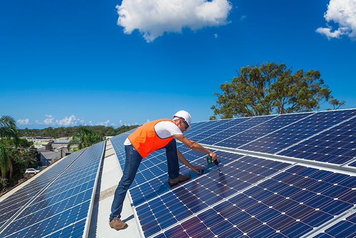 Fotovoltaico: regolamentare le figure con la norma UNI CEI TS 11696:2017